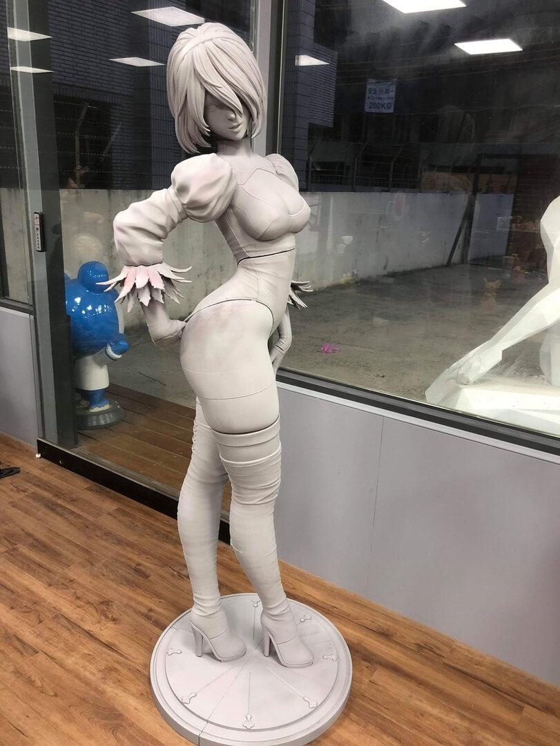 Статуя 2B из Nier: Automata