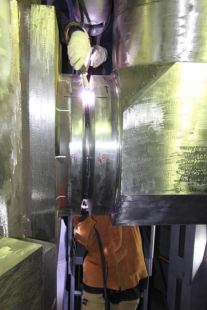 Приварка гидрокамеры к корпусу реактора