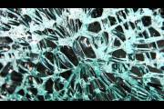 По сравнению с классическим новый тип стекла является более лёгким и гибким, но технология его изготовления не так уж проста