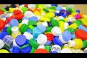 Новый пластик долго служит, но в окружающей среде разлагается на безопасные компоненты