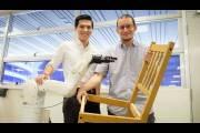 Всего за 20 с небольшим минут два робота собрали стул из IKEA