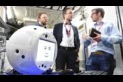 Летающий робот Cimon