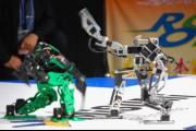 В рамках турнира Robo One были проведены первые поединки между автономными двуногими гуманоидными роботами